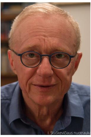 """Davido Grossmano romanas """"žr.: Meilė"""" – jautri Holokaustą išgyvenusių tėvų vaiko istorija"""